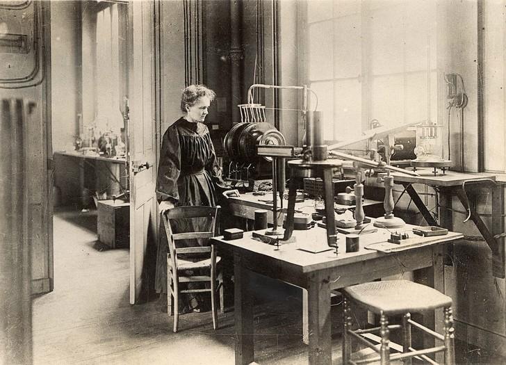 A-loccasion-150e-anniversaire-naissance-Marie-Curie-ouverte-Pantheon-exposition-presentant-savanteun-nouveau_0_728_525[1]